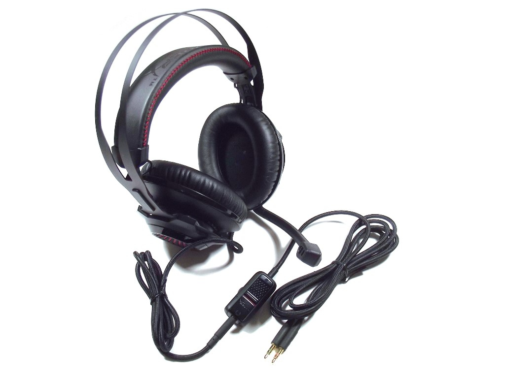 1ed8f231a55 The front panel of the HyperX Cloud Revolver packaging provides a preview  photo of the headset, and information about the different devices it can  connect ...