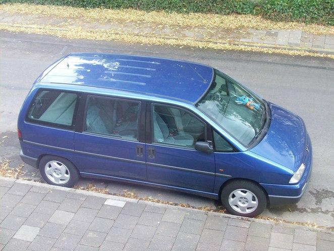 My car, a Peugeot 806. =D