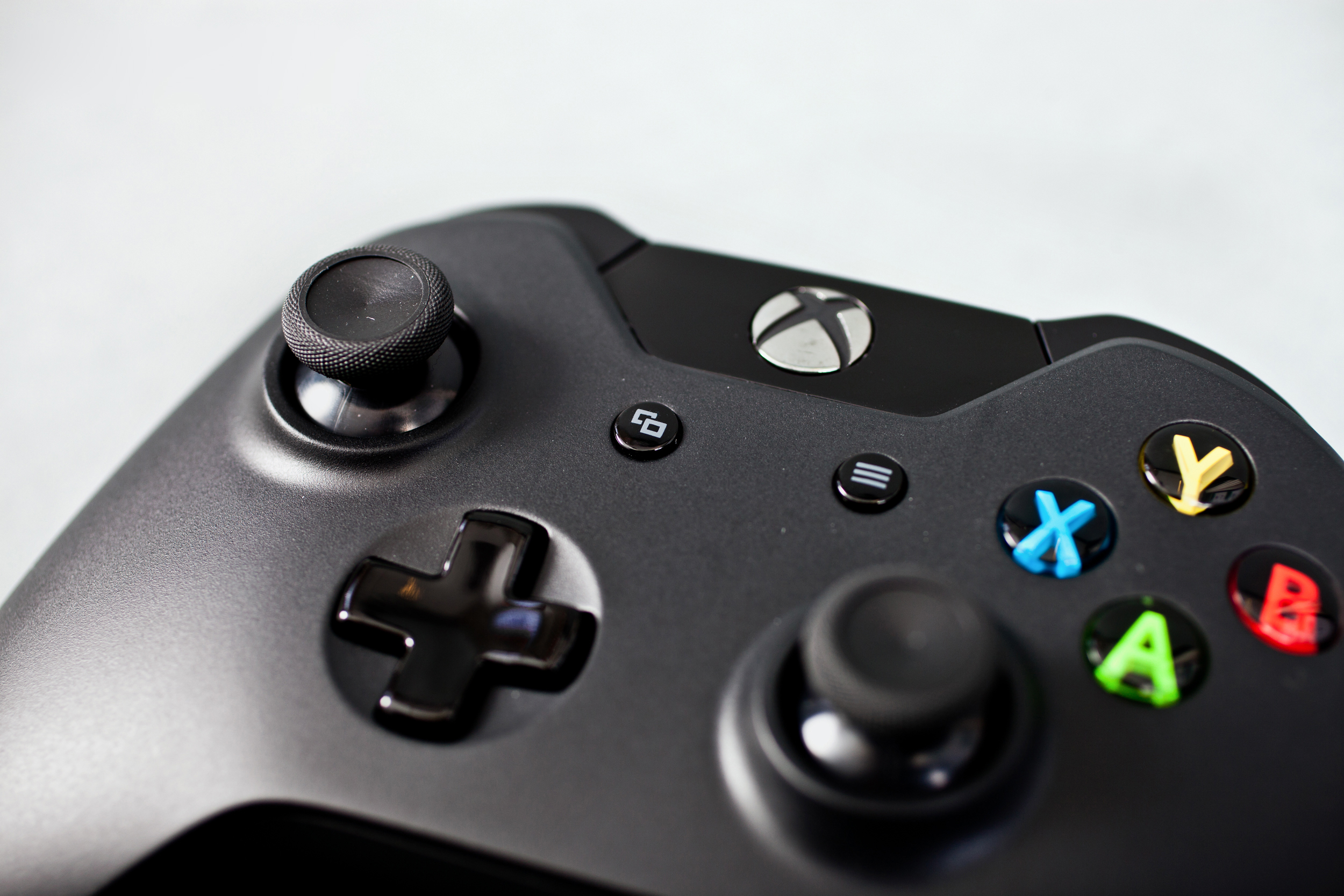 Xbox One vs. PlayStation 4: Controllers Neoseeker